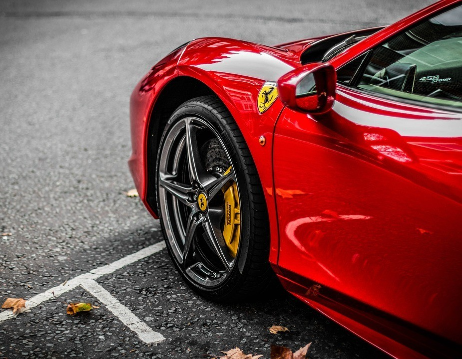 Ferrari - Moving your car? 5 Point you need to know